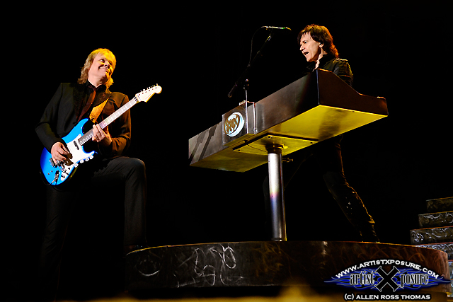 """James """"J.Y."""" Young / Lawrence Gowan"""