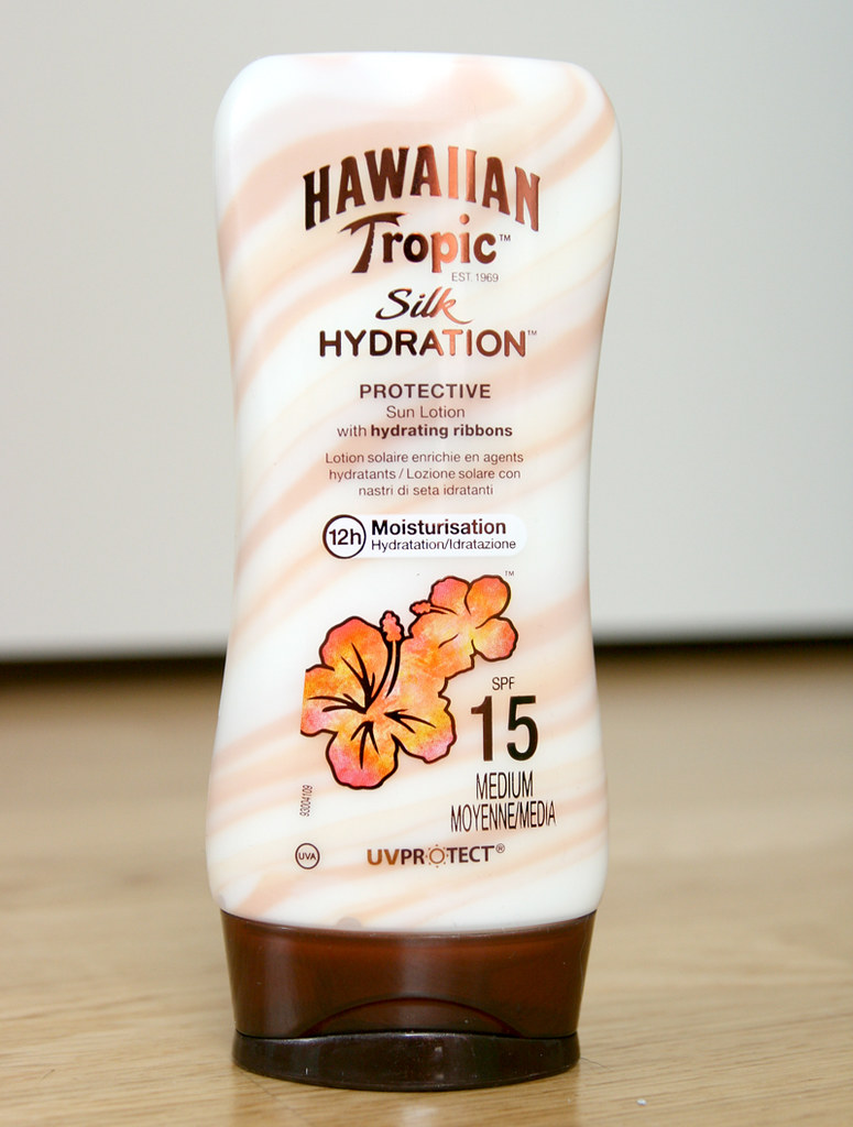 hawaiian tropic silk hydration protective sun lotion