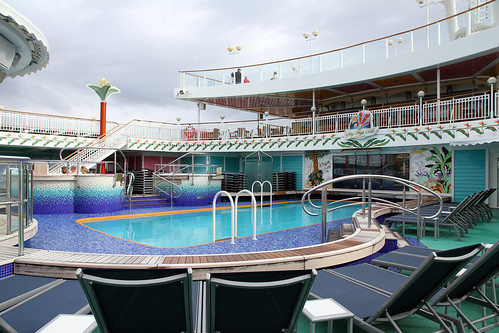 Norwegian Pearl - Lido Pool