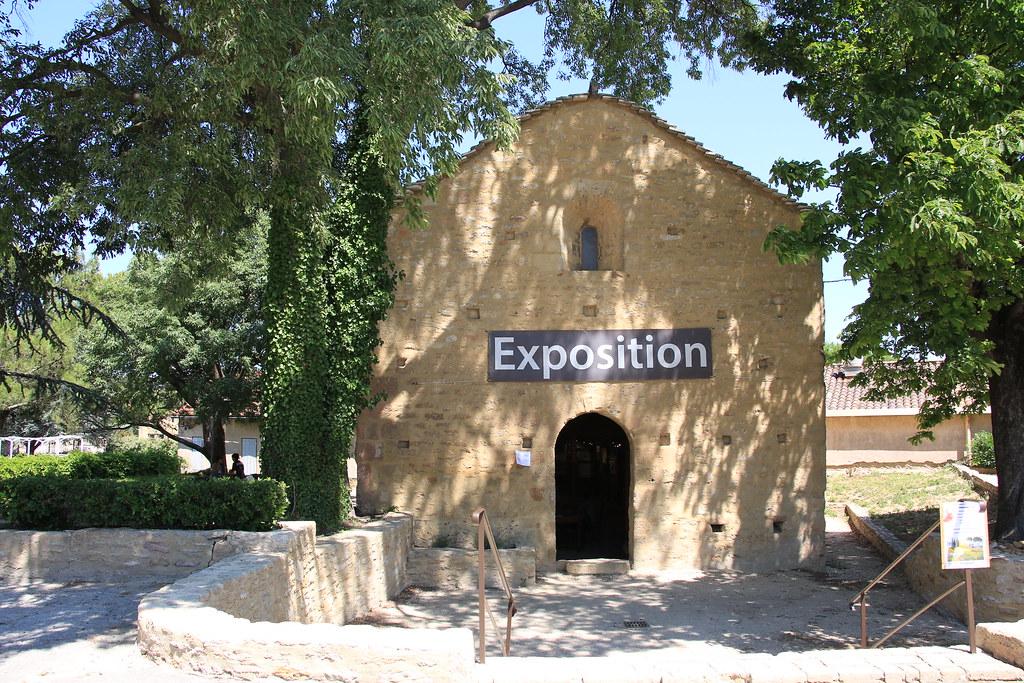 provence village chateauneuf du pape chapel