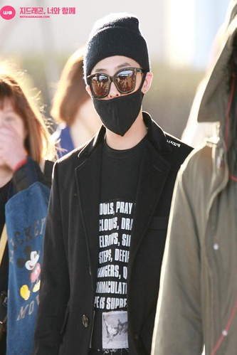 Big Bang - Incheon Airport - 10apr2015 - G-Dragon - With G-Dragon - 06