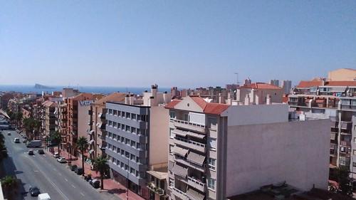 Fabulosas vistas al mar y a la montaña. Situado cerca de todos los servicios. En su inmobiliaria Asegil en Benidorm le ayudaremos sin compromiso. www.inmobiliariabenidorm.com