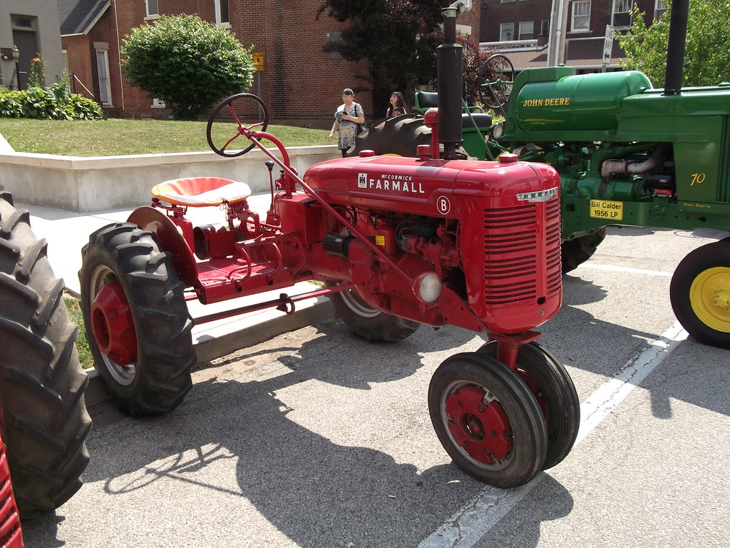Farmall B | Seen at the Annual Strawberry Festival Car and T