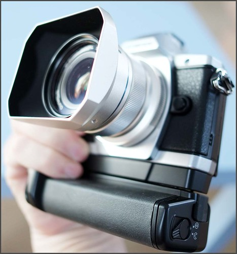 OLYMPUS OM-D E-M5 12mm f/2 lens