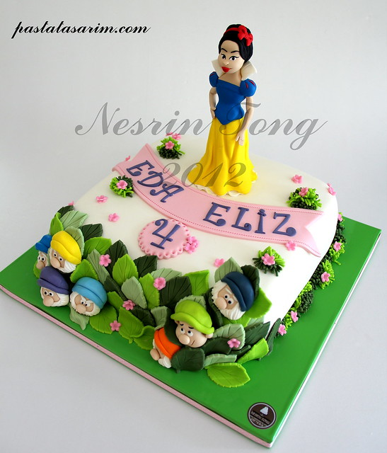 snow white princes cake