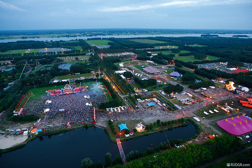 DefQon 1 2012 mashup foto - Defqon.1 at dusk from the heli