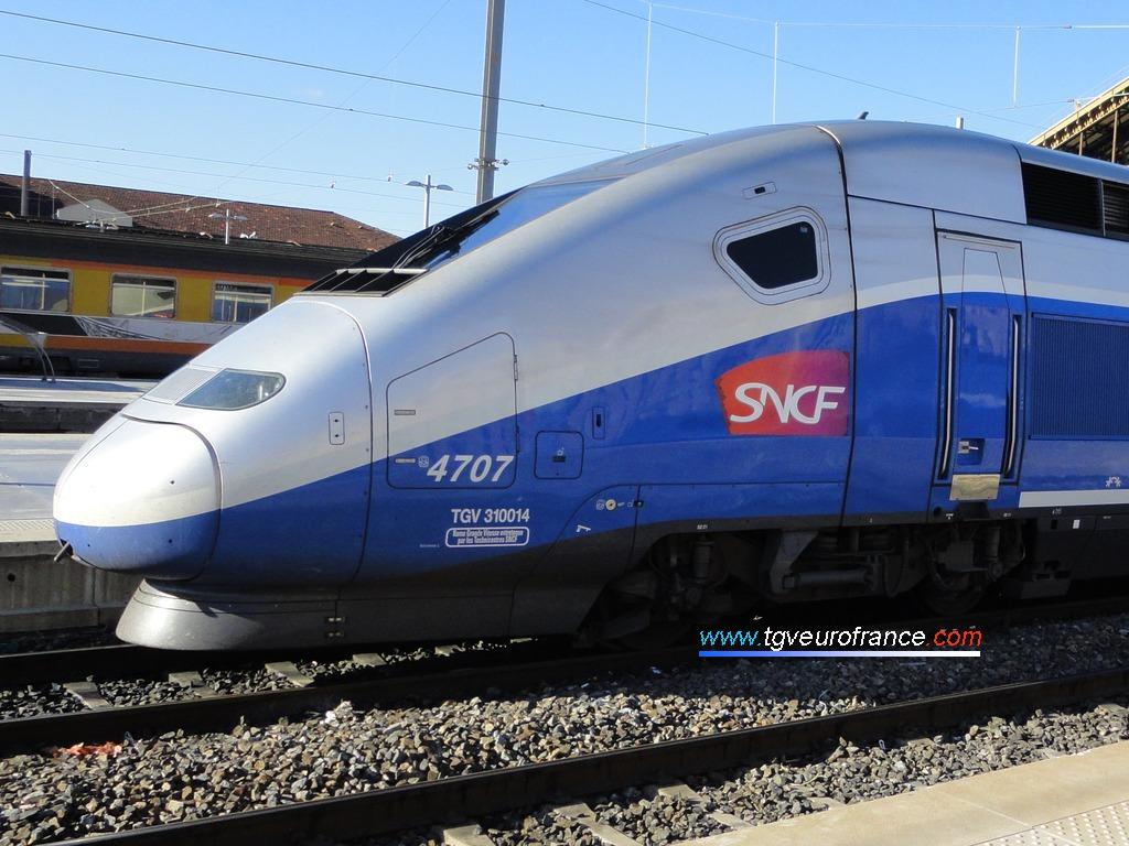 Vue de l'avant de la motrice paire d'une rame TGV Euroduplex
