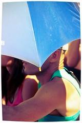 Un paraguas azul