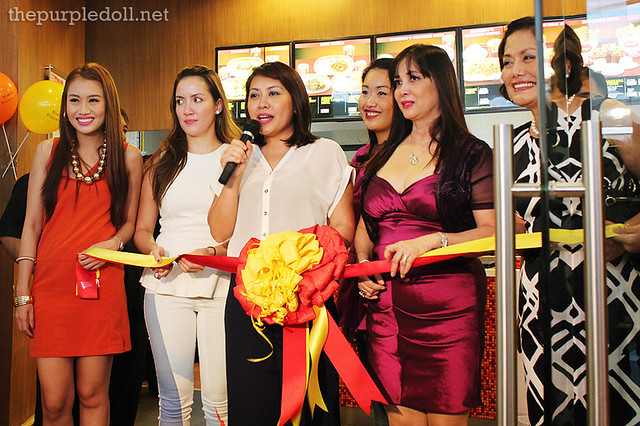 Manang's Chicken Ribbon Cutting