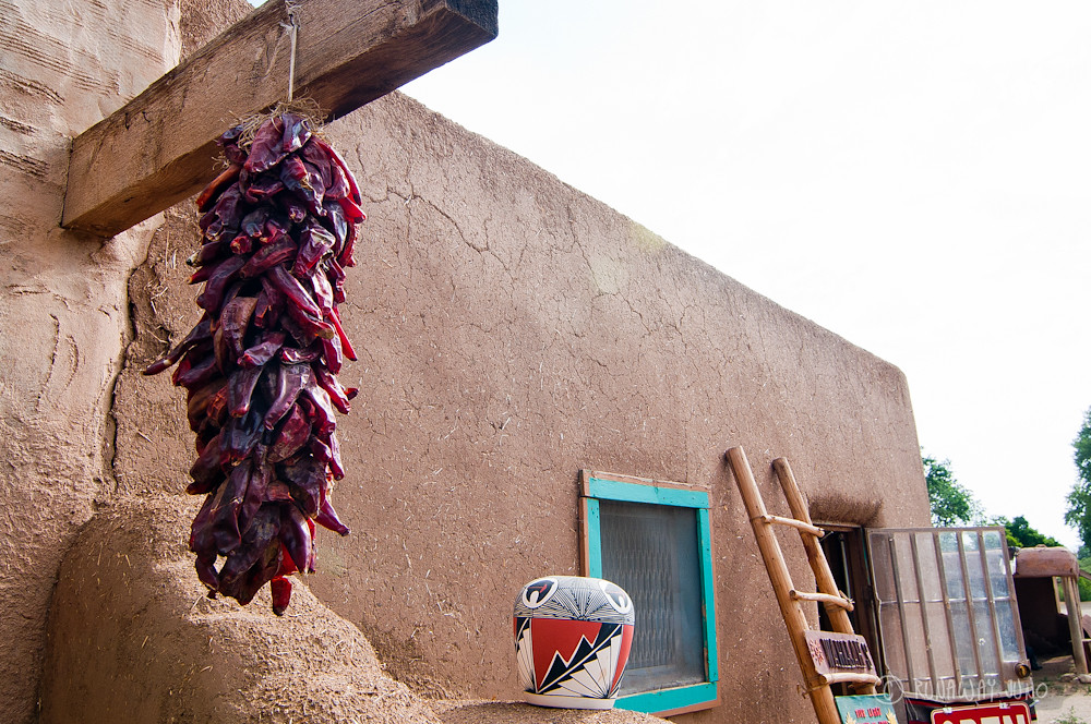 Dried chili pepper and the traditional pottery