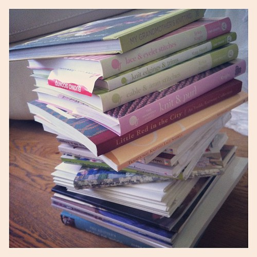 Trying to put order among my knitting books:))) Tentando di fare ordine tra i miei libri di maglia:)