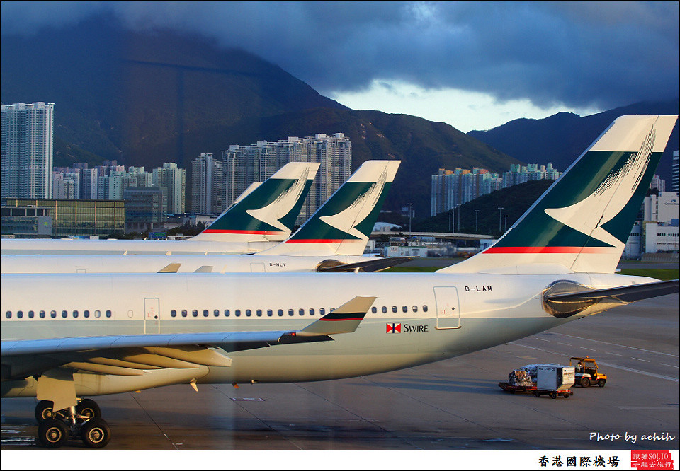 Cathay Pacific Airways / B-LAM / Hong Kong International Airport