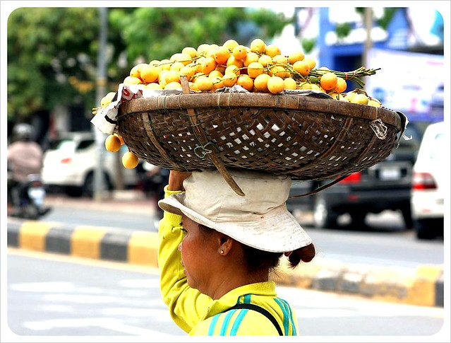 phnom phen market fruit lady