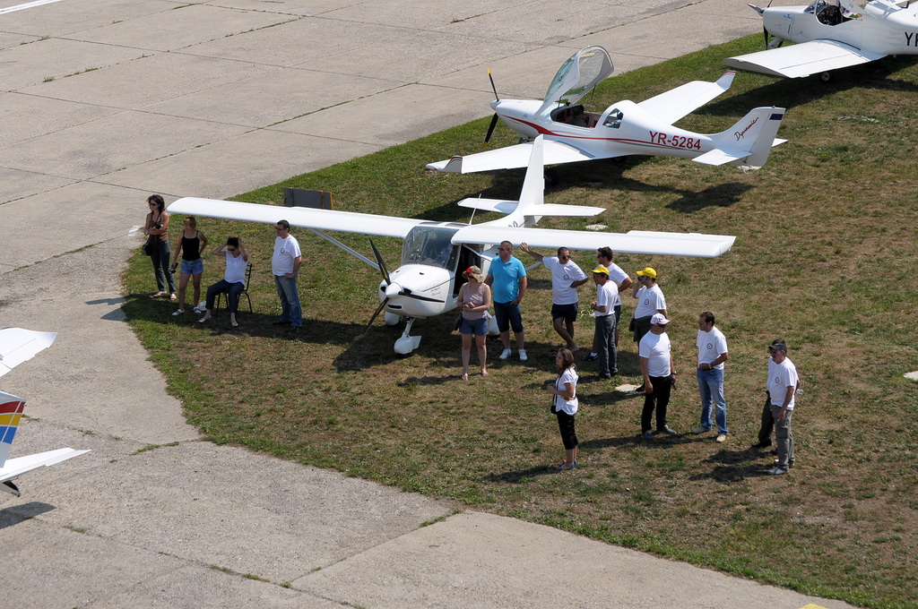 Fly-in @ Floreni - Mitingul cailor putere - Poze 7677964580_8214339d35_o