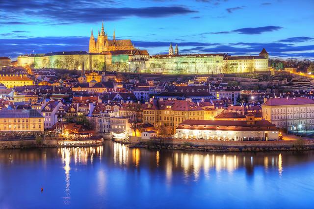 偉大なる王を戴いた千年の歴史を誇る黄金の街「プラハ」