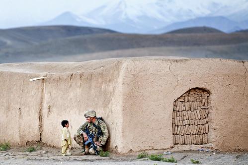 無料写真素材, 戦争, 兵士, 子供  男の子, 人物  二人, アフガニスタン紛争