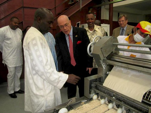 Imperial Foods' owner Ahmadou Danpuolo Baba, U.S. Ambassador to Cameroon Robert P. Jackson, President of First Bank Group Dr. Paul K. Fokam, and U.S. Consul  Edward Gallagher observe a production run of U.S. wheat- and soy-based noodles at the opening of Imperial Foods factory in Douala. Photo credit: Imperial Foods