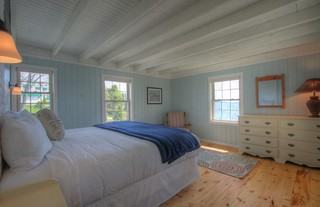 Oceanfront Four bedroom Cottage Guestroom