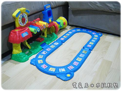 120522-木紋地墊與玩具