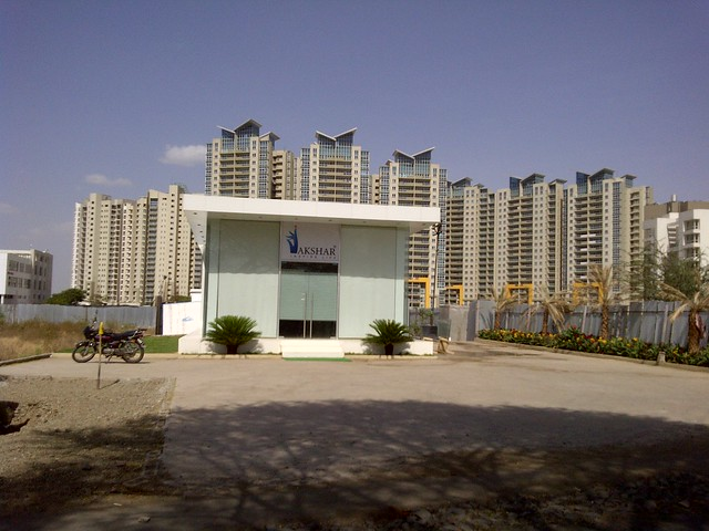 Aspire Towers & the site office of Akshar Pebble Bay on Tupe Patil Road, Sade-Satara-Nali (Sade-Satra-Nali) Gram Panchayat, Hadapsar, Pune 411028