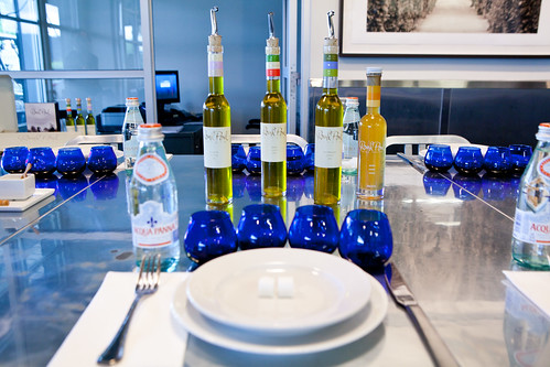 Setting for the olive oil, vinegars and flavored syrups tasting
