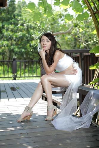 無料写真素材, 人物, 女性  アジア, 人物  樹木, ウエディングドレス, 人物  見上げる, 台湾人