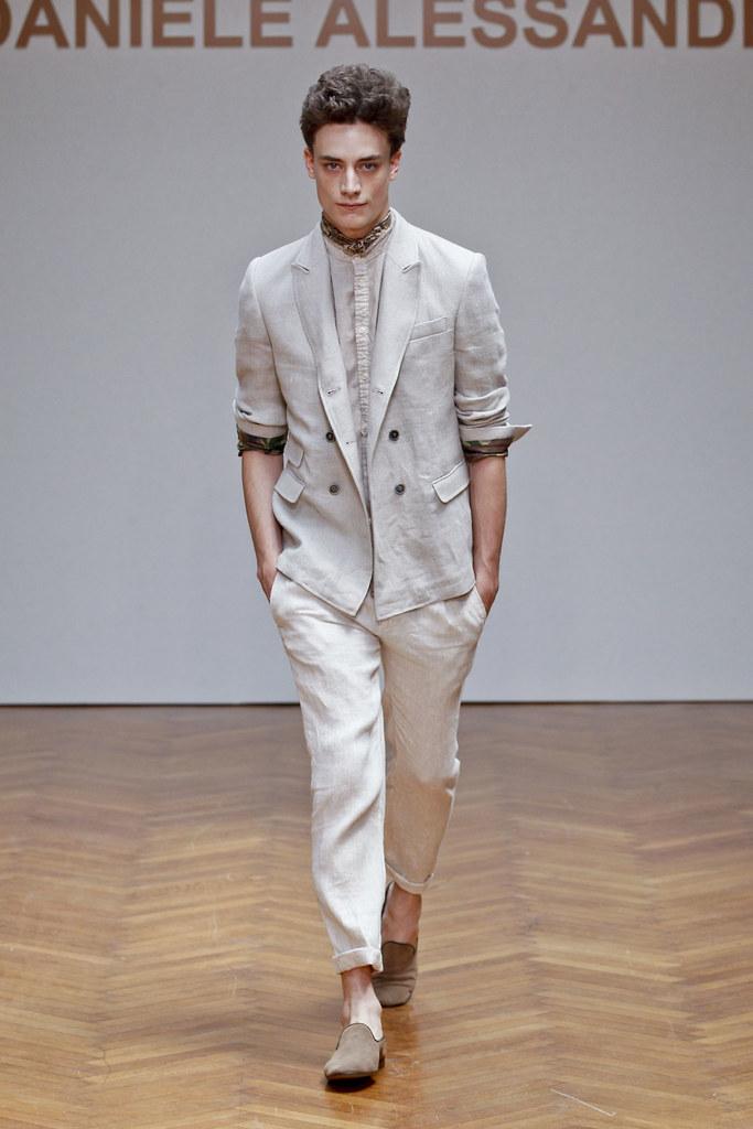 SS13 Milan Daniele Alessandrini019_Thomas Bukovatz(fashionising.com)