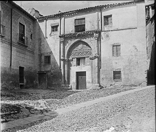 Palacio de los Toledo frente al Pasadizo de Balaguer en junio de 1927. Fotografía de Albert Oliveras i Folch. © Arxiu Fotogràfic de Catalunya. Centre Excursionista de Catalunya