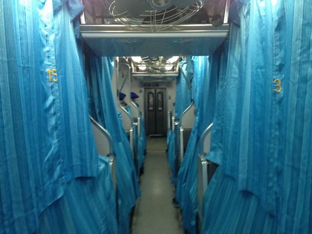 Внутри тайского поезда