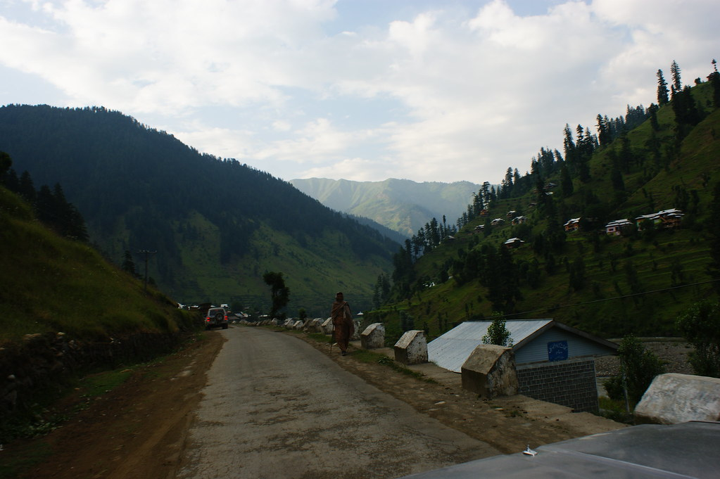"""MJC Summer 2012 Excursion to Neelum Valley with the great """"LIBRA"""" and Co - 7588293984 0d7b9cf8a4 b"""