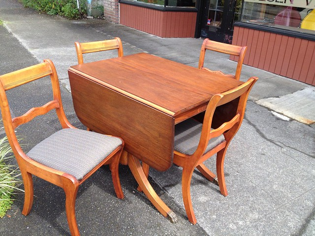 Drop Leaf Duncan Phyfe Table With Hidden Leaves 4 Chairs