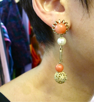 1970s coral bead dangling earrings with faux pearl bead