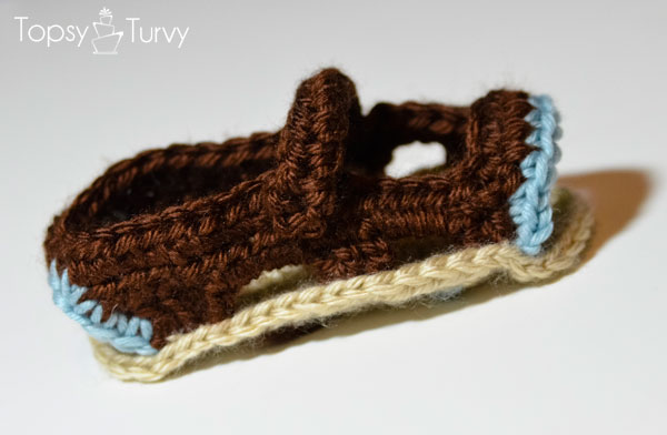 crochet-baby-sandals-contrast-trim