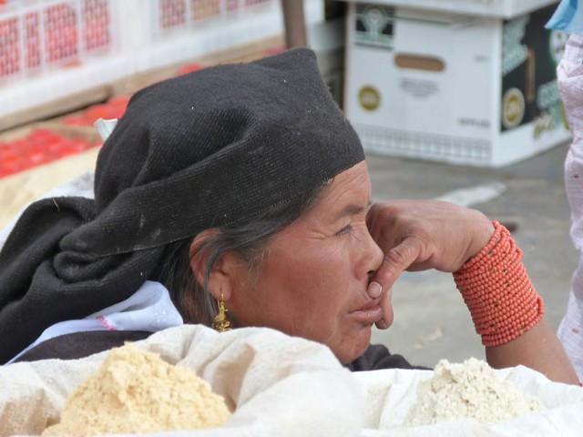Vendedora en el Mercado de Otavalo (Ecuador)