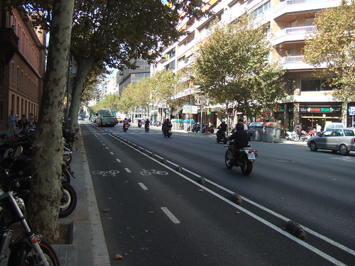 Dual cycle lane in Barcelona