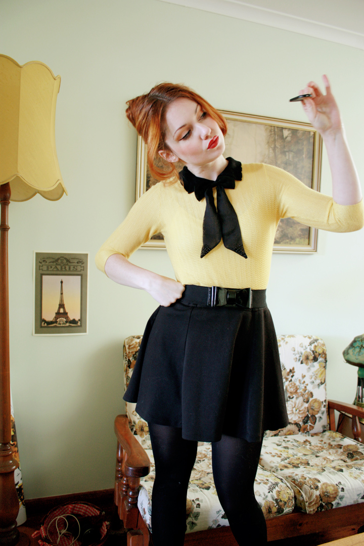black yellow bow a