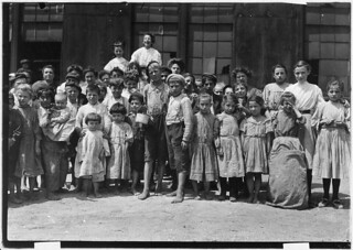 Some of the workers in the Farrand Packing Co. Baltimore, Md, June 1909