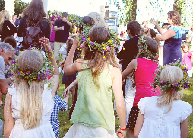 midsummer girls dance