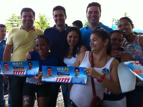 15.7.2012-adesivaço com Rui-praia de pajuçara-Chico_Rui_Marcelo3