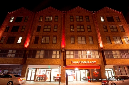 Tune Hotel Paddington UK_Facade