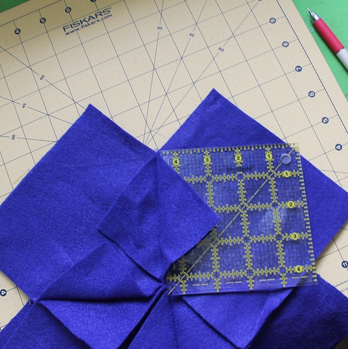 Tutorial - Origami Cathedral Windows Pillow