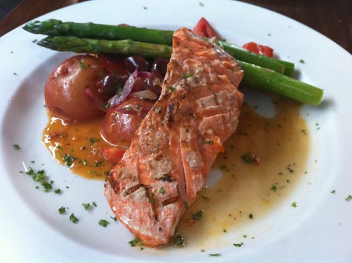 Special salmon with veggies
