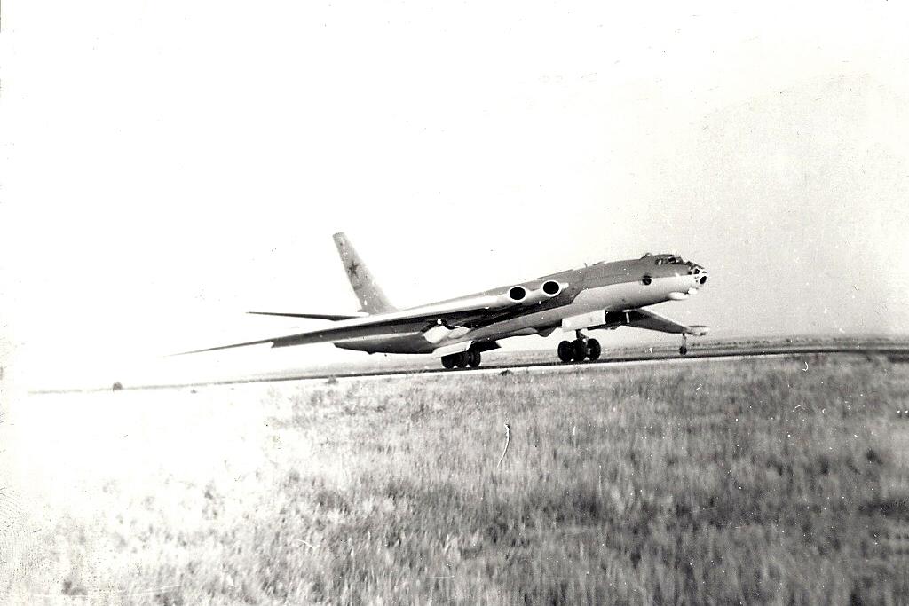 Myasischev M-4M 62red Soviet - Air Force