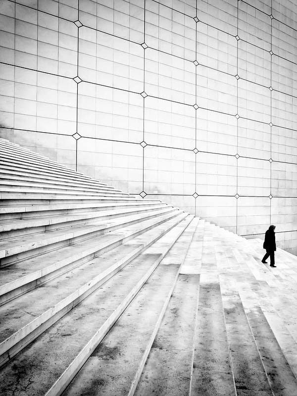 Black and white street photography by Piriskoskis