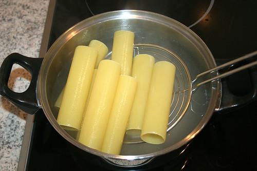12 - Canneloni kochen / Cook cannelloni