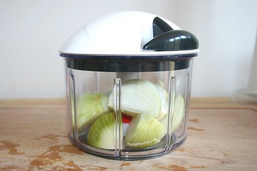 15 - Zwiebel zerkleinern / Dice onions