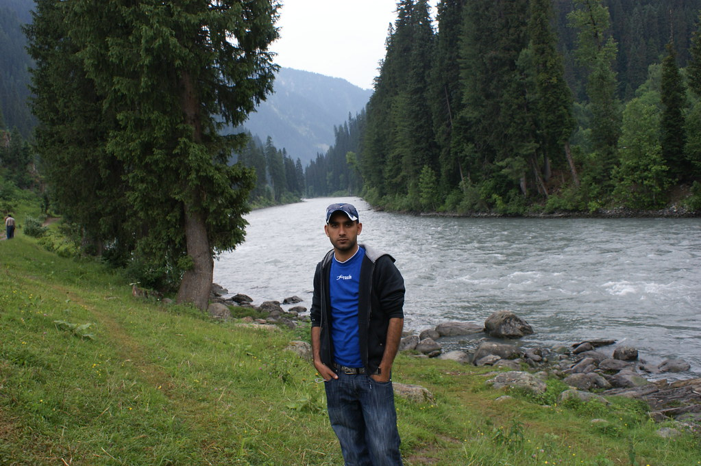 """MJC Summer 2012 Excursion to Neelum Valley with the great """"LIBRA"""" and Co - 7595709312 a3b1e12e35 b"""