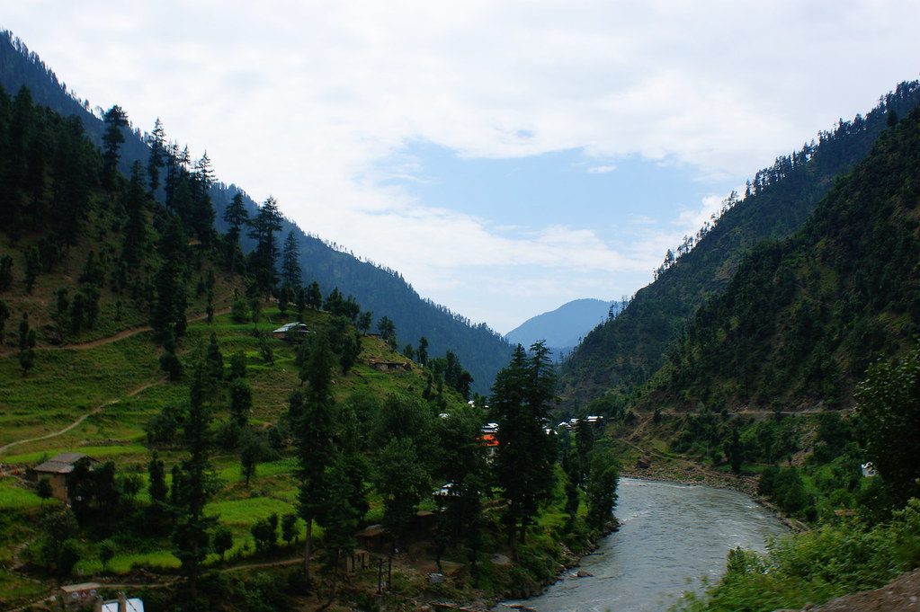 """MJC Summer 2012 Excursion to Neelum Valley with the great """"LIBRA"""" and Co - 7642006730 964f3434a5 b"""