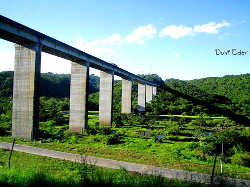Ponte cortando o rio Paraguaçu