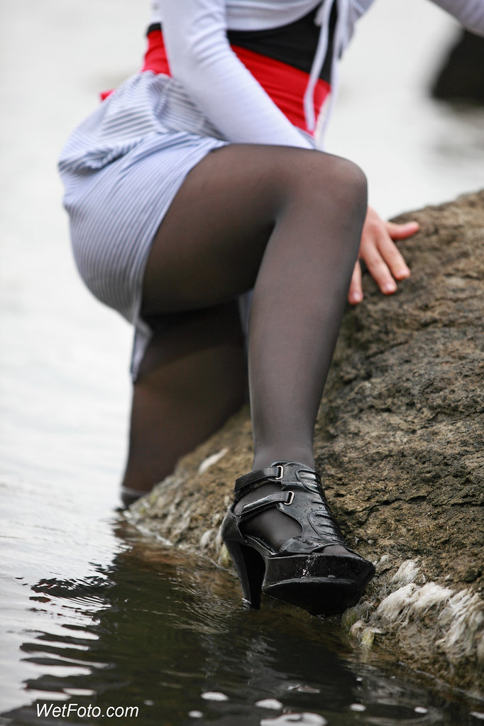 Девушки в мокрых колготках фото 84826 фотография